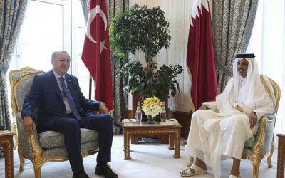 La visite d'Erdogan au Qatar à la lumière des crises économiques et financières en Turquie