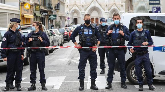 Les déclarations de Macron entre la nécessité de la lutte contre le terrorisme et la critique, la crise sera-t-elle compliquée?